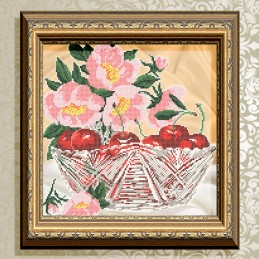 VKA4705. Cherries in crystal
