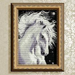 AT3016. Лошадь белая